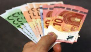 חופש כלכלי ועצמאות פיננסית עמית עשת בפודקאסט כסף והשקעות